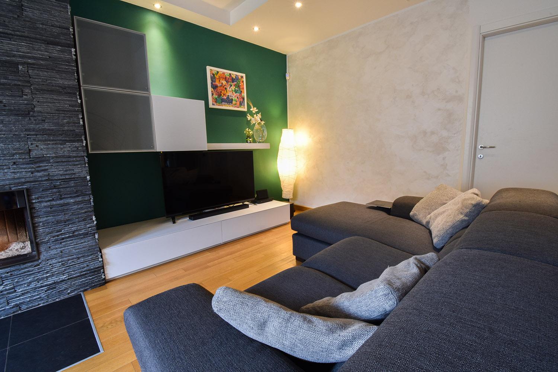 casa privata milano progetto interni colore verde soggiorno (3)