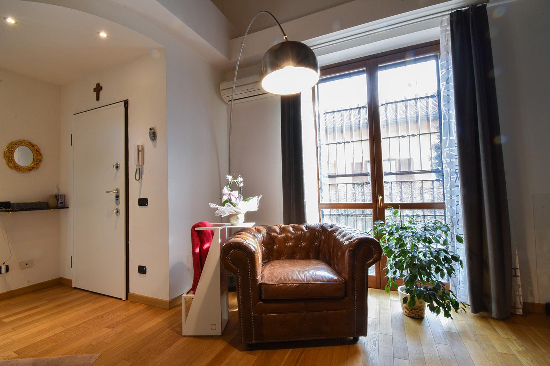 casa privata milano progetto interni colore verde soggiorno (5)