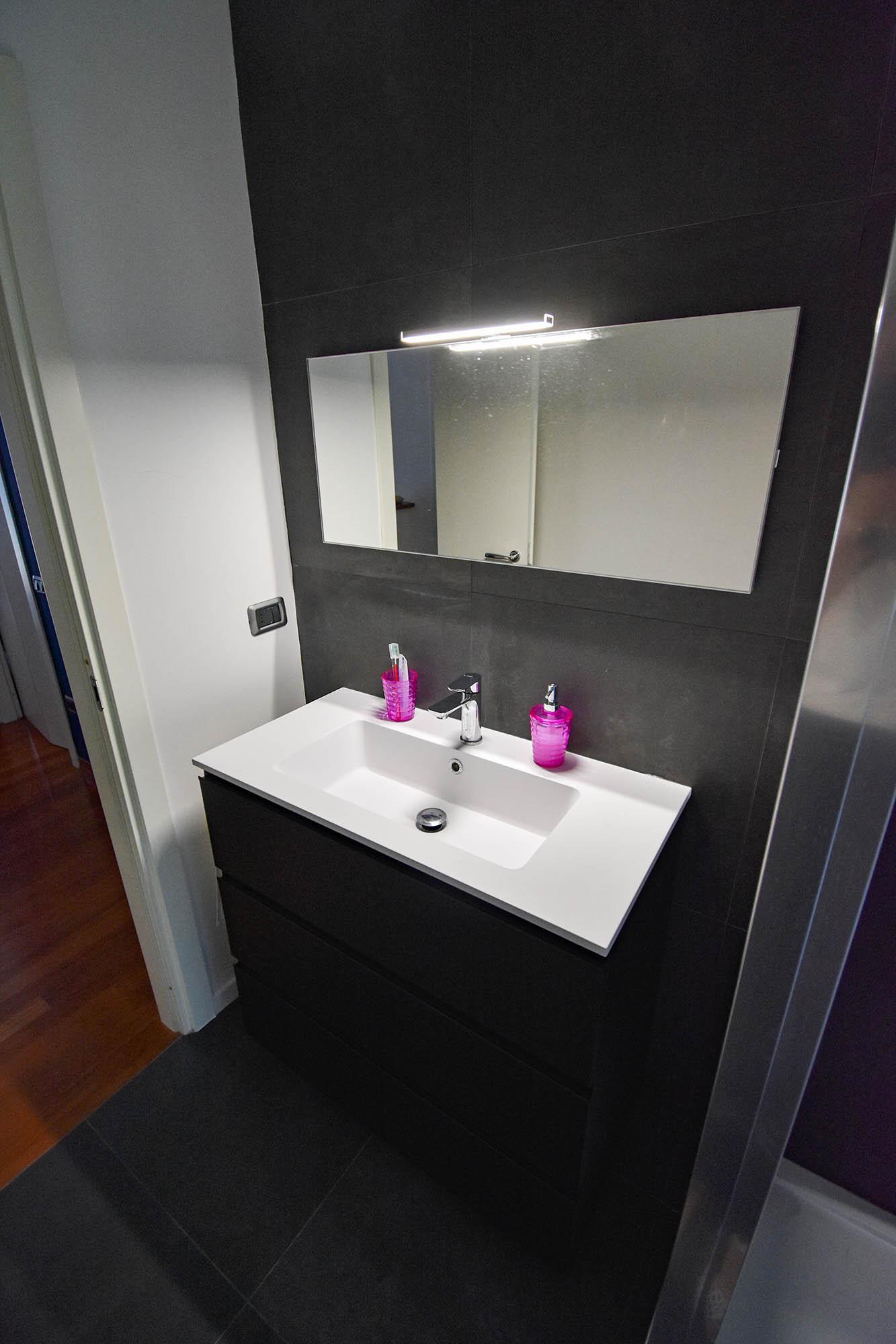 bagno design bianco e nero (1)